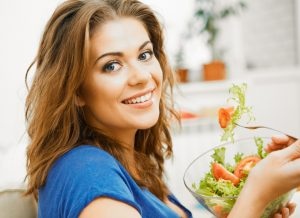 כיצד תזונה נכונה שומרת על בריאות העין?